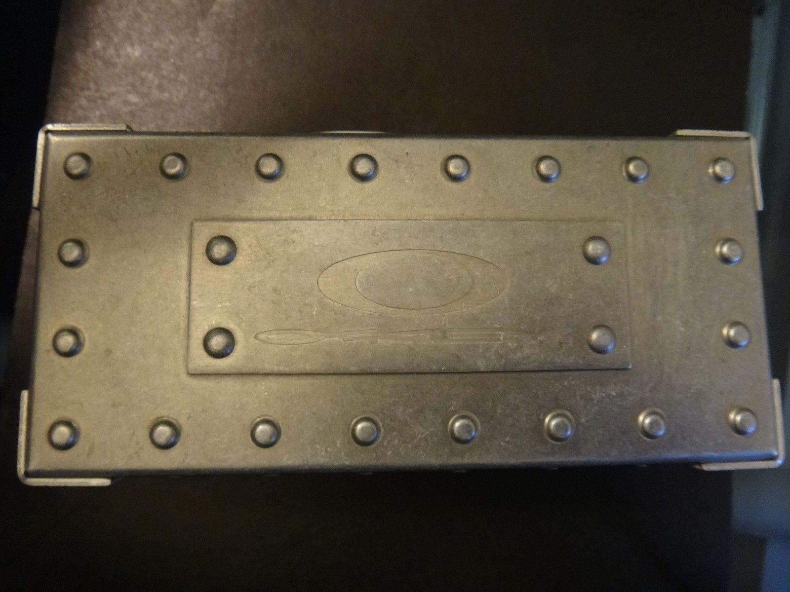 Oakley Metal Vault (The Vault) case with perfect foam - DSC05579.JPG