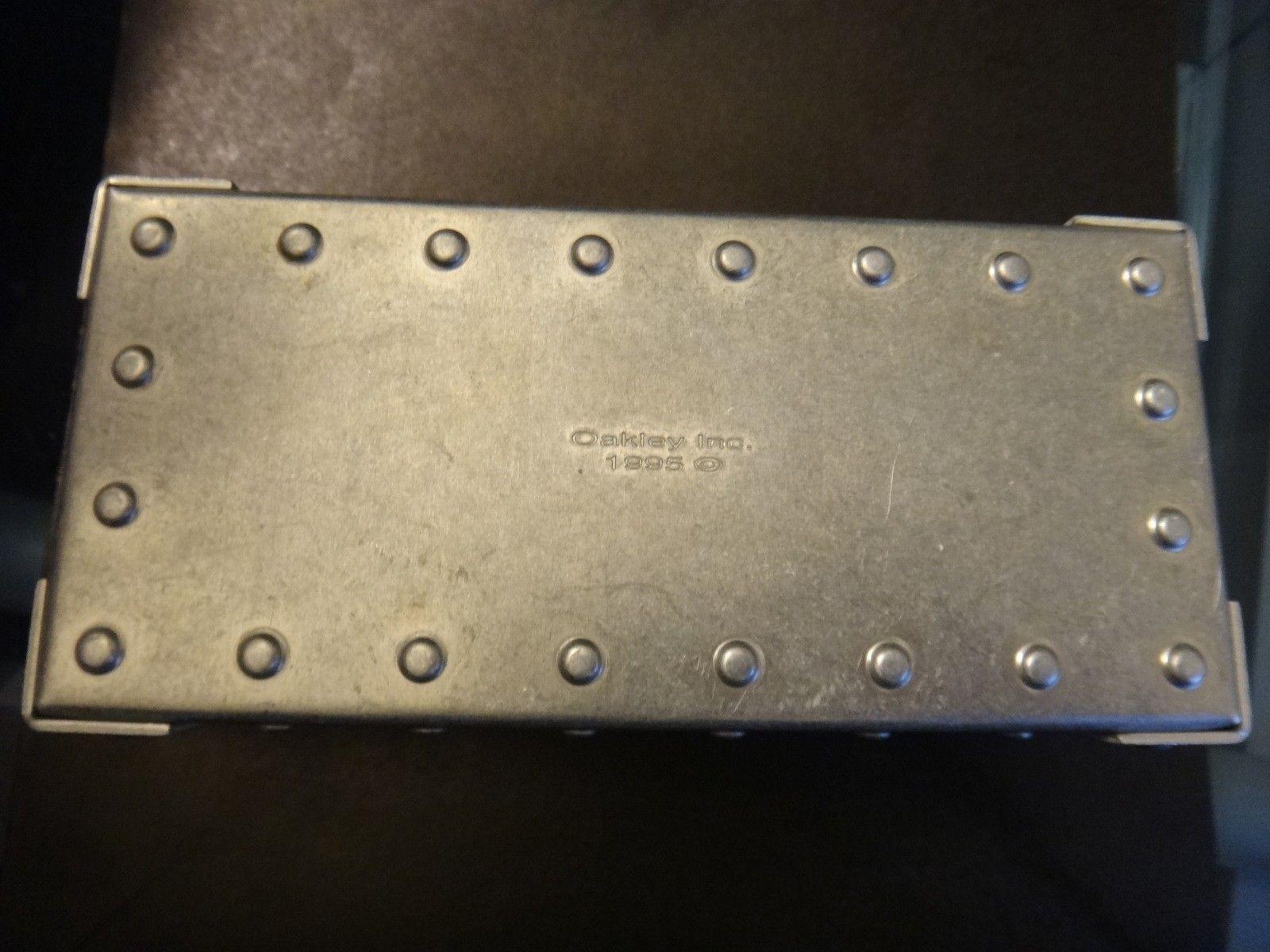Oakley Metal Vault (The Vault) case with perfect foam - DSC05580.JPG