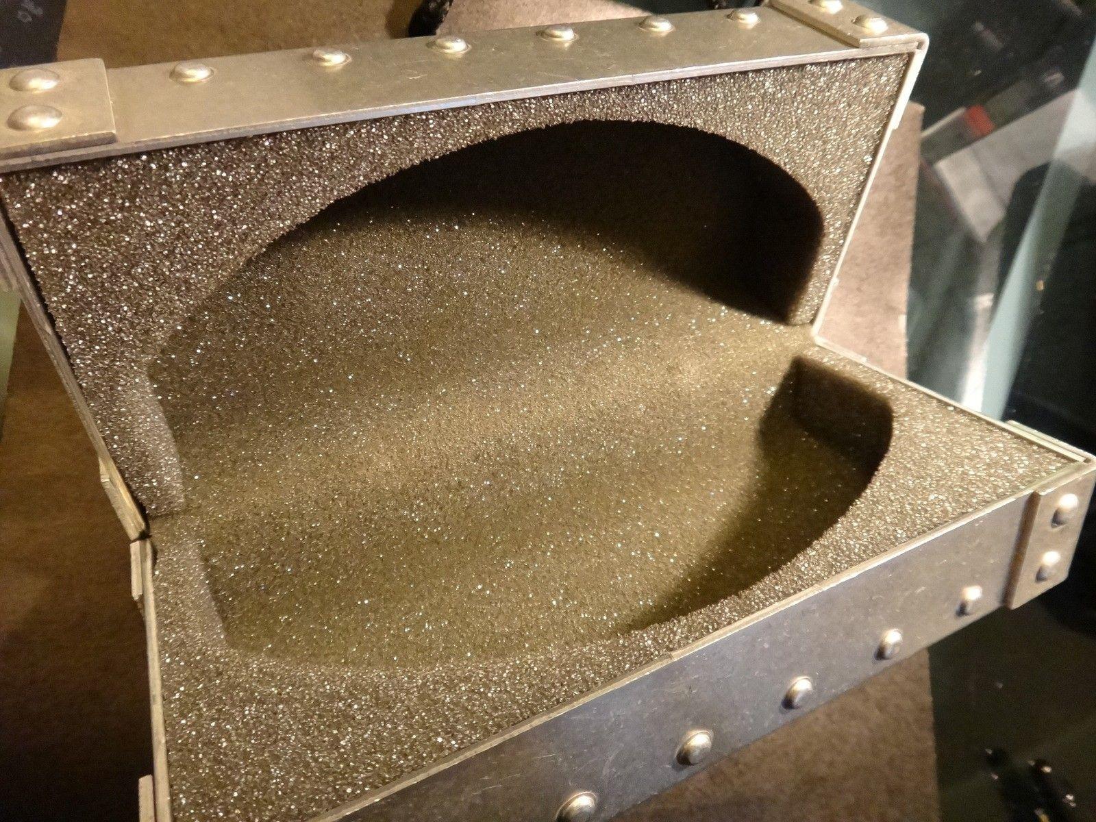 Oakley Metal Vault (The Vault) case with perfect foam - DSC05584.JPG