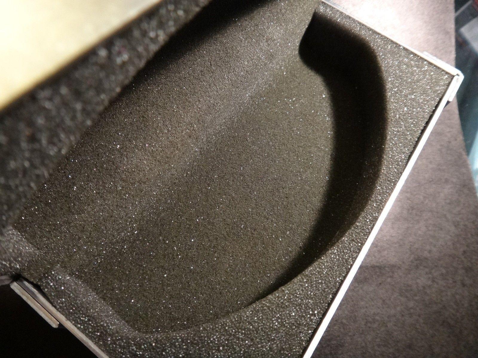 Oakley Metal Vault (The Vault) case with perfect foam - DSC05585.JPG
