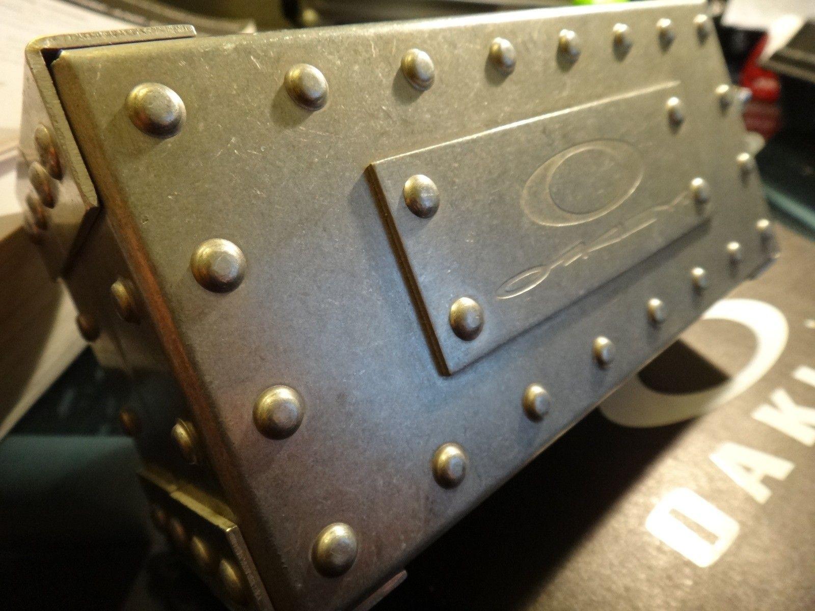 Oakley Metal Vault (The Vault) case with perfect foam - DSC05587.JPG
