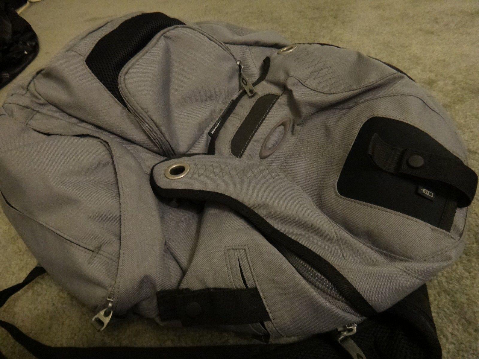 Oakley panel pack backpack sheet metal book of eli - DSC05713.JPG