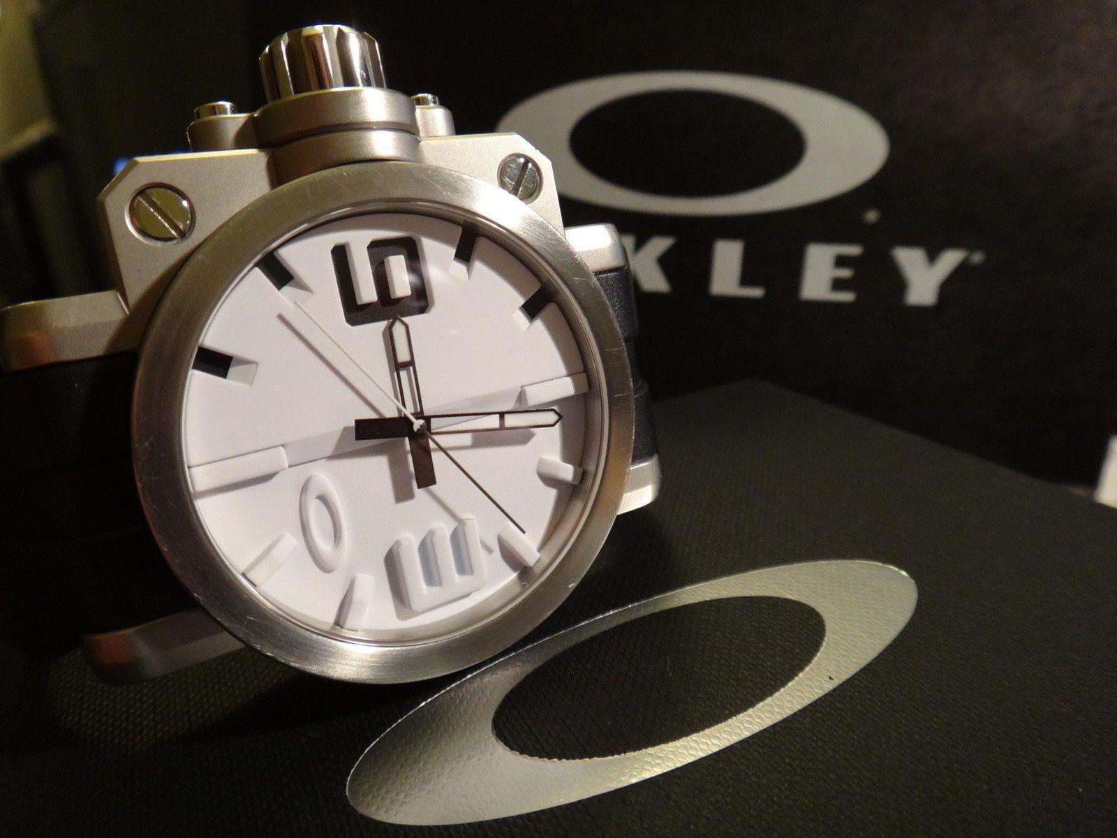 Oakley Gearbox brushed WHITE dial 10-064 stainless steel - DSC05715.JPG