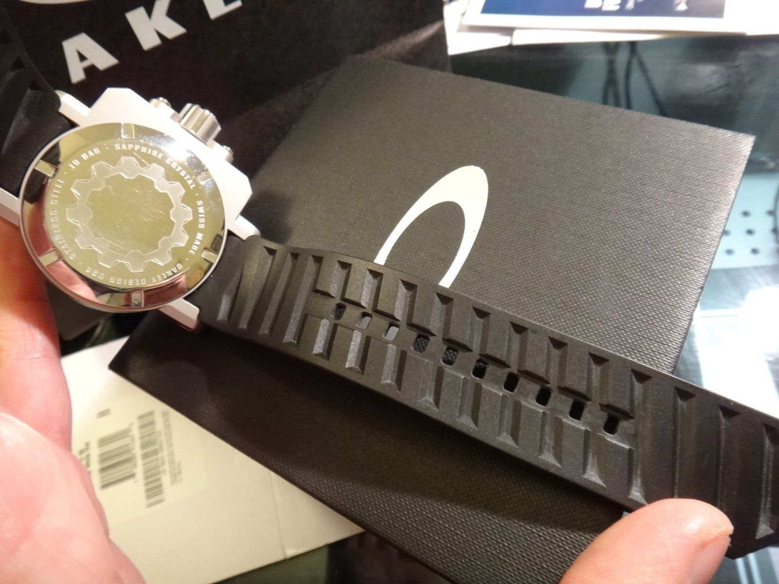 Oakley Gearbox brushed WHITE dial 10-064 stainless steel - DSC05721.JPG