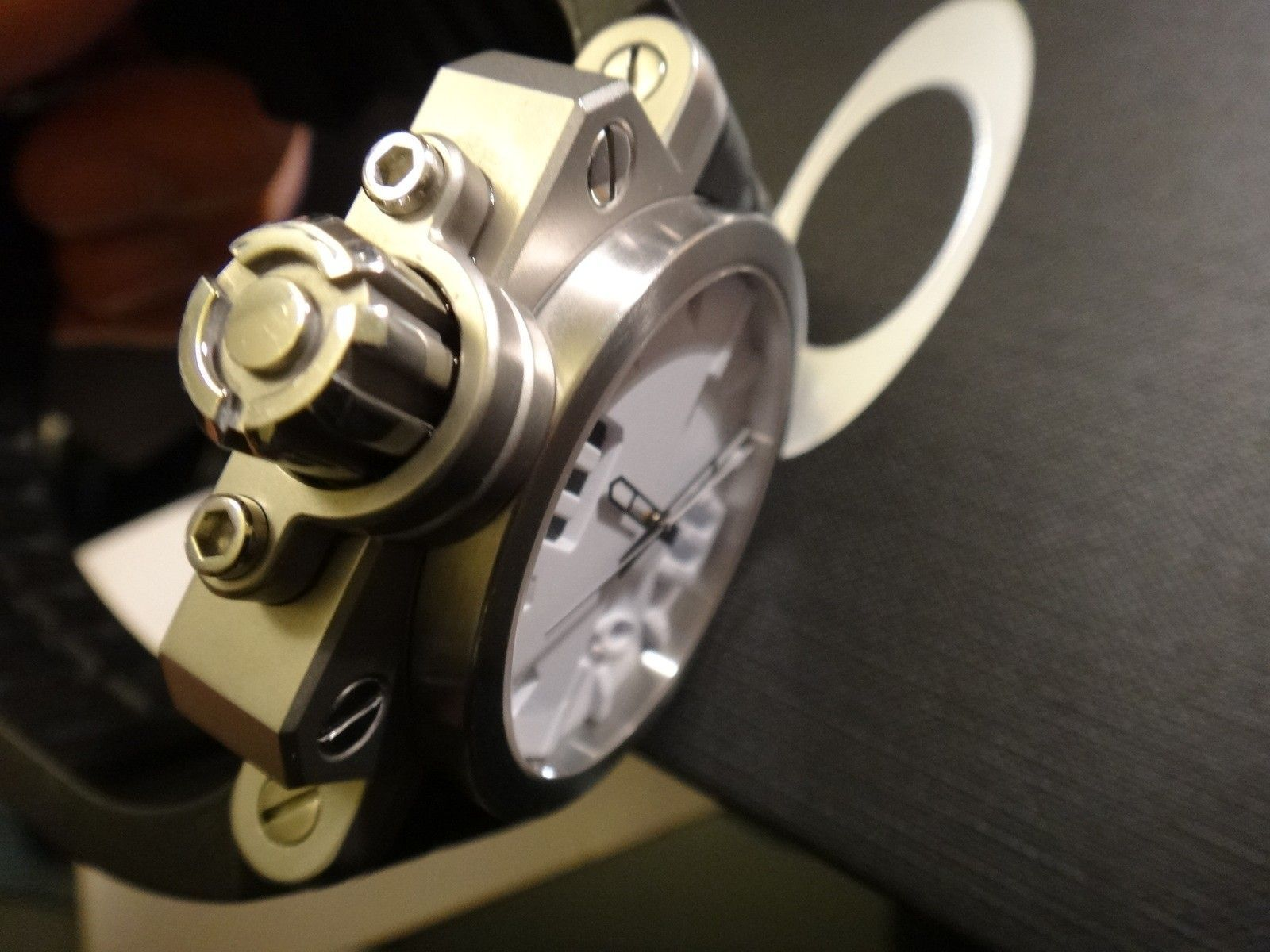 Oakley Gearbox brushed WHITE dial 10-064 stainless steel - DSC05724.JPG