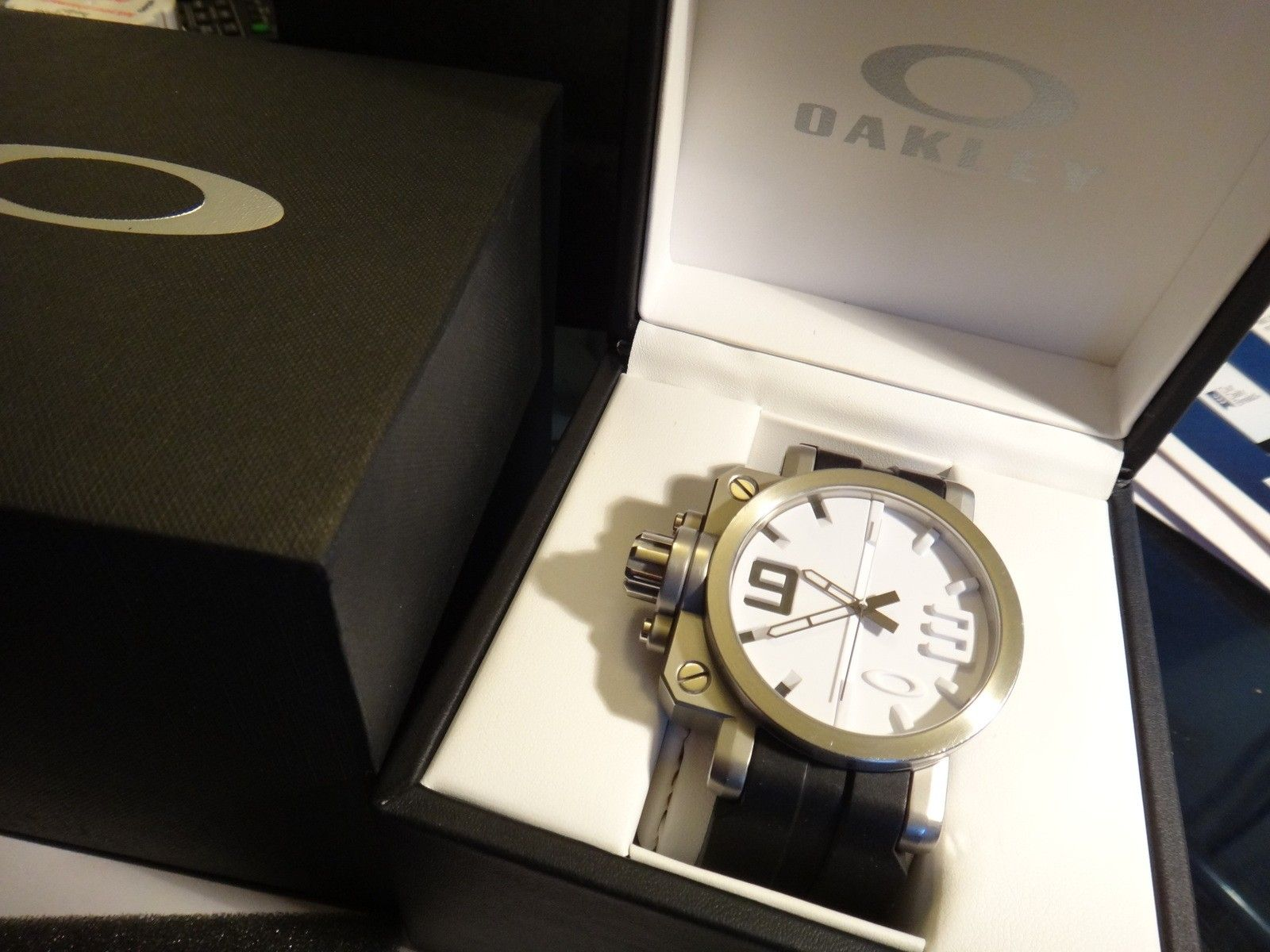 Oakley Gearbox brushed WHITE dial 10-064 stainless steel - DSC05731.JPG