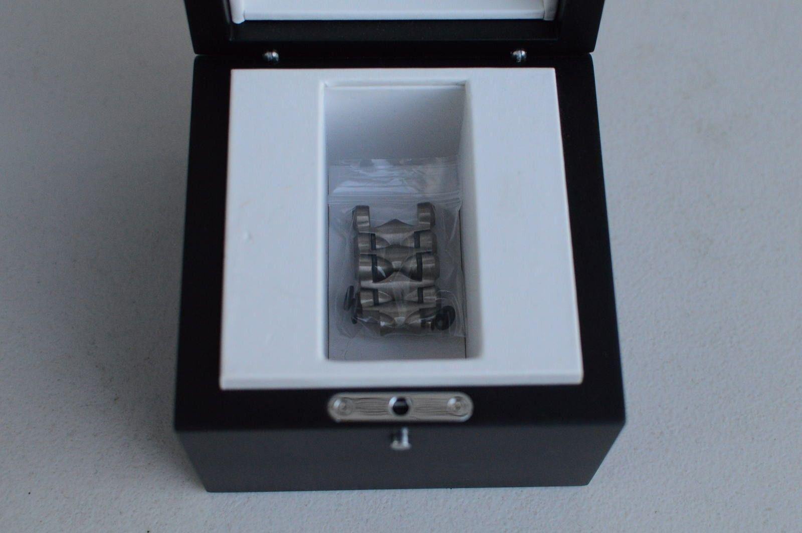 Gently Used Titanium Black Dial Minute Machine 10-193 - DSC_0176.JPG