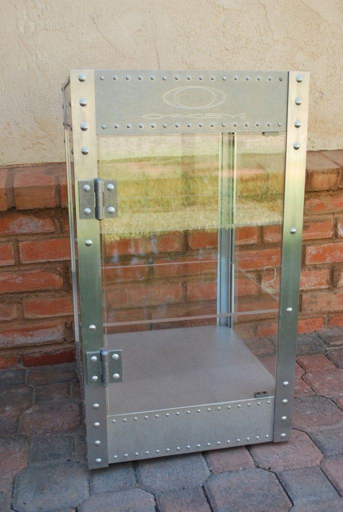 WTS/WTT Oakley Counter Top 3 Foot Display - DSC_0331s.jpg