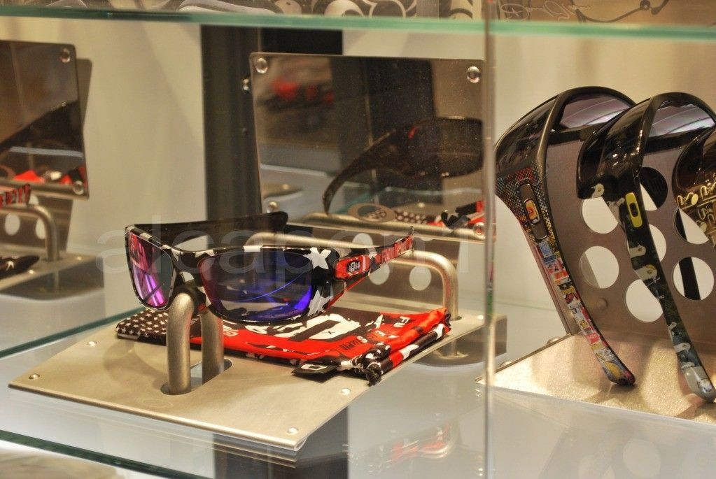 Oakley Hyjinx Frank Kozik Factory Custom +red Polarized Lenses ONE OF A KIND! - DSC_0405ssscopy.jpg