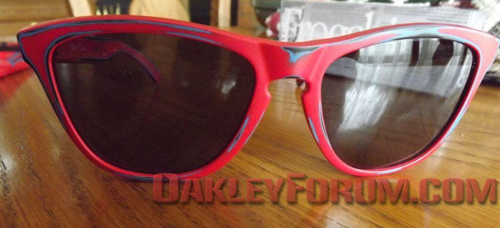 5,000 Member Free Oakley Skate Deck Frogskins Giveaway! - dscf1017n.jpg