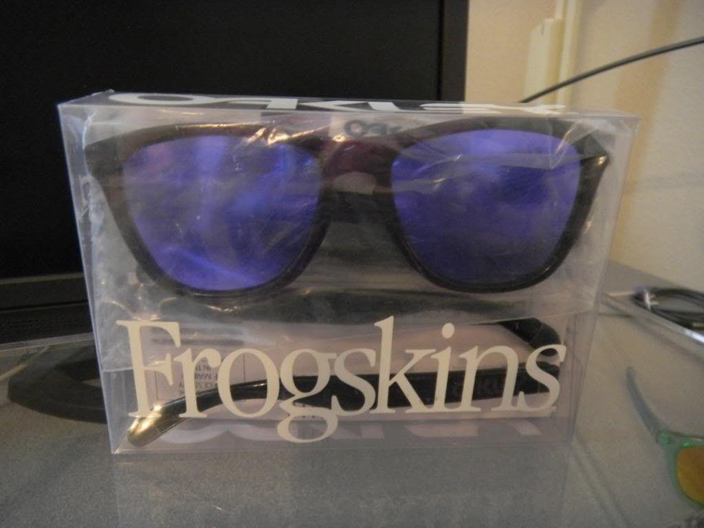 Primitive x Oakley Frogskins - DSCN0484.jpg