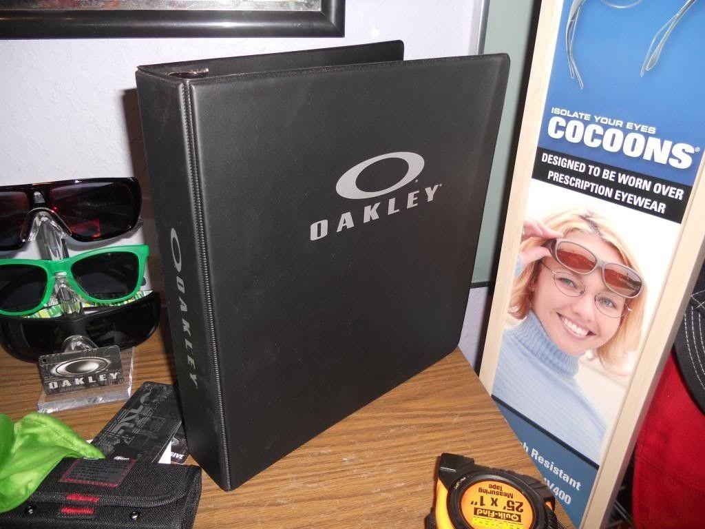 Oakley 3 Ring Notebook/Binder - DSCN1570_zps3111d2bd.jpg
