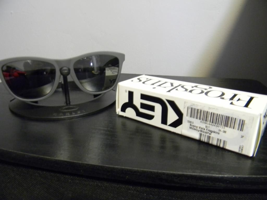 ANOTHER PRICE DROP! Oakley X Fragment Design Buena Vista Frogskins - DSCN2835_zpsf349546d.jpg