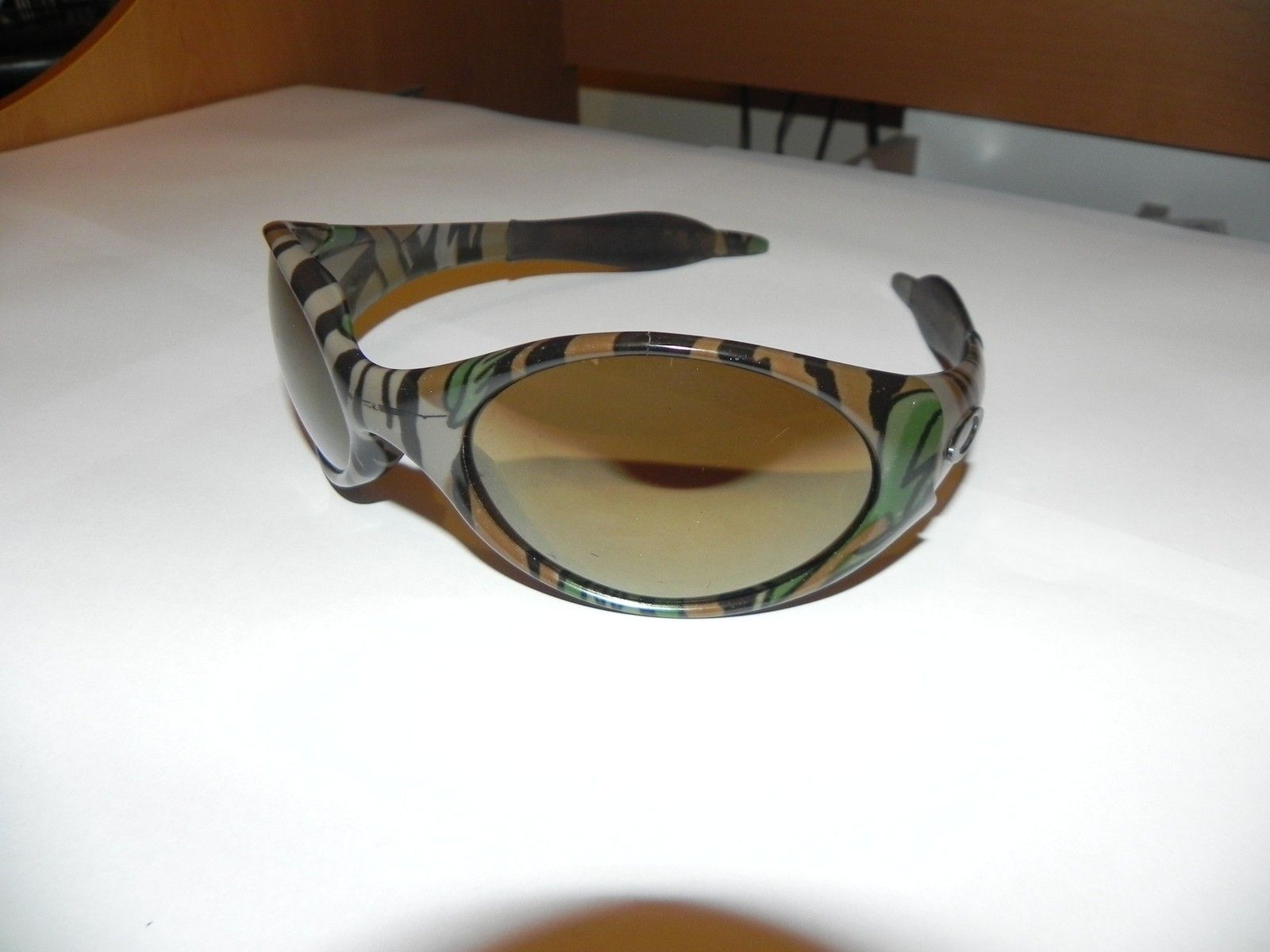 Echelon carbonfiber jawbone, Jungle camo trenchcoat, Frost Oil rig - DSCN3930.JPG