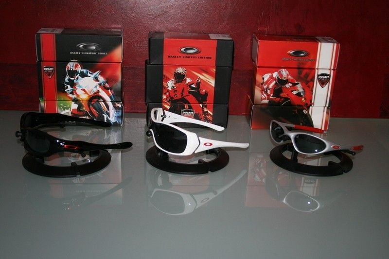 Oakleynerds Two Thousends Post . . . - ducaticollectioniii.jpg