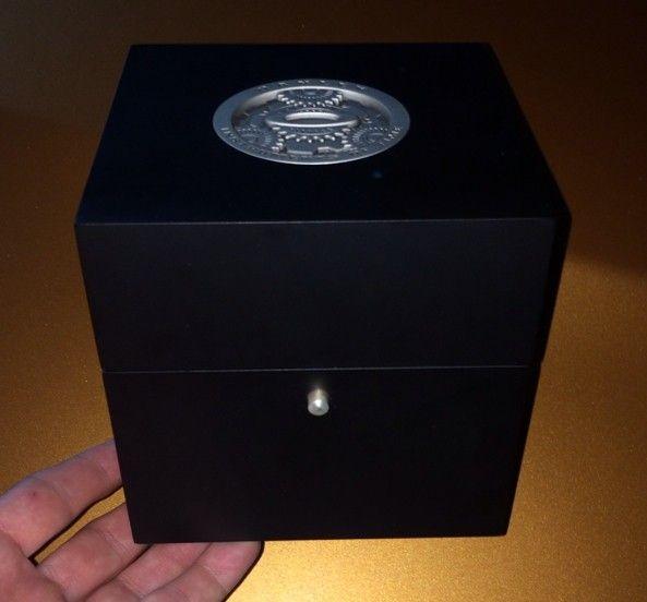 Oakley Watch Box / Display Box / Case - e2u5utyt.jpg