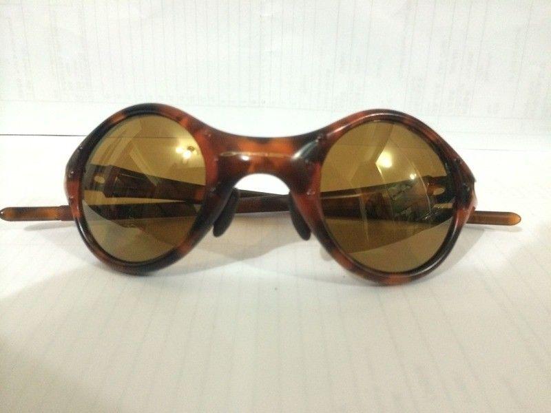 Oakley Moon ( 04-201 ) Tortoise Frame with Gold Iridium Lenses  Read more: http://www.oakleyforum.co - E58C5063-A94E-4C70-A568-6ECD7B85DDF4_1.jpg