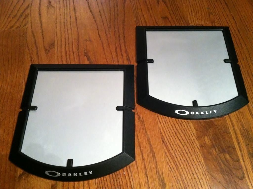 2 Oakley Single Base Displays - e5azezyh.jpg