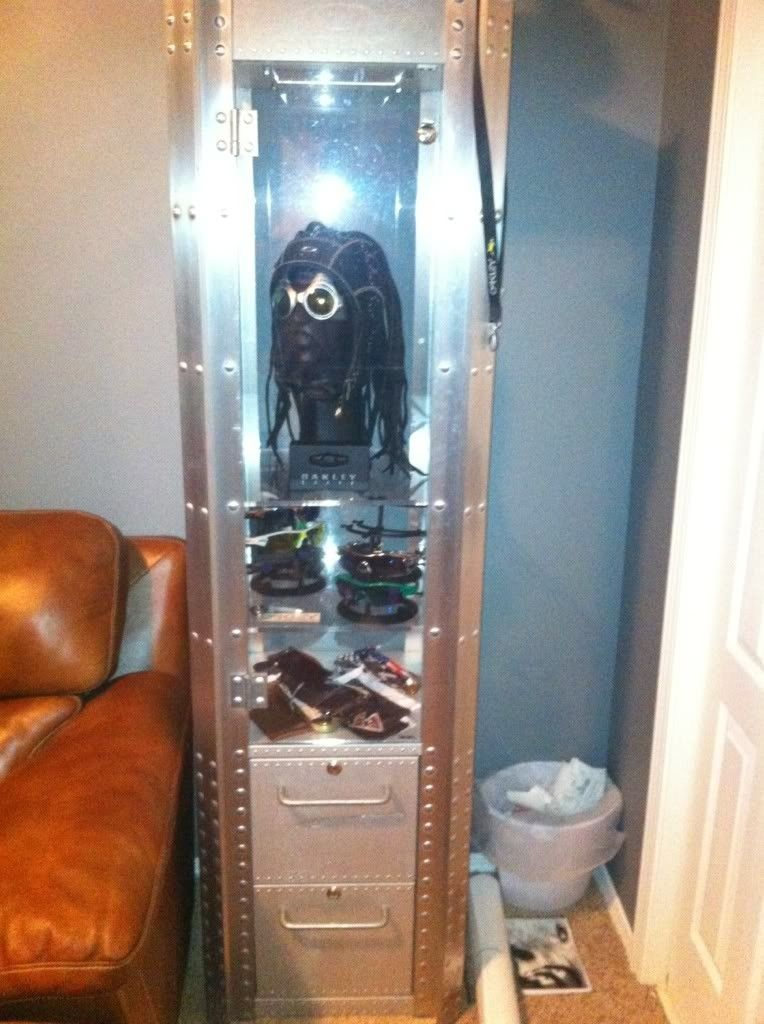 FS: 2 Display Cases Aluminum 1 DW 1 SW!!! - e601dd60.jpg
