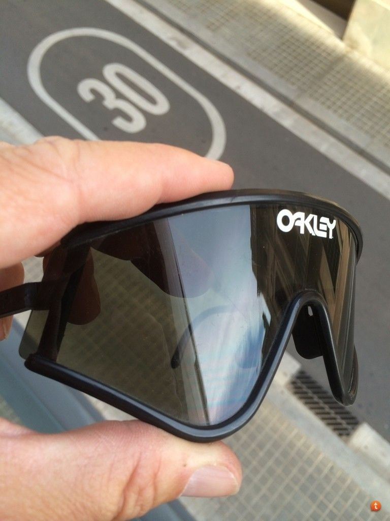 Vintage Oakleys To Trade - e9a6e5y7.jpg