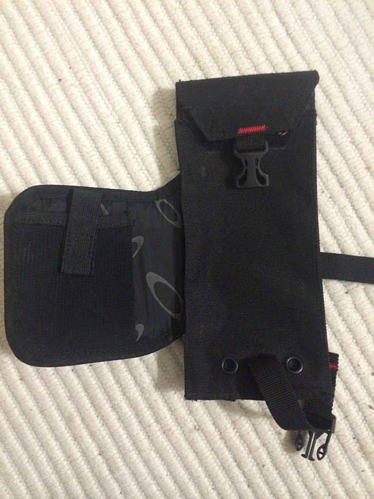 Oakley Tactical Ticket Holder. - e9aqedes.jpg