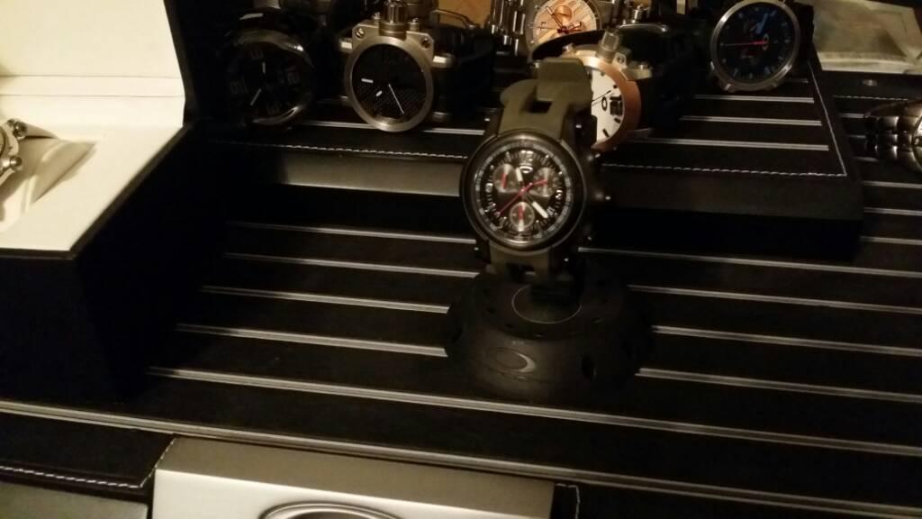 Watchs - ef687f6659812e276340e0dea92ff3aa.jpg