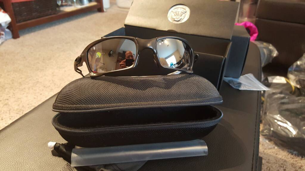 (SOLD) XS - Carbon/BI (006011-01) $495 -- XS Titanium Polar Lenses $60 ($540 for both) - efe1dd2b3cc99ee151d9d4fc7d09b7cc.jpg