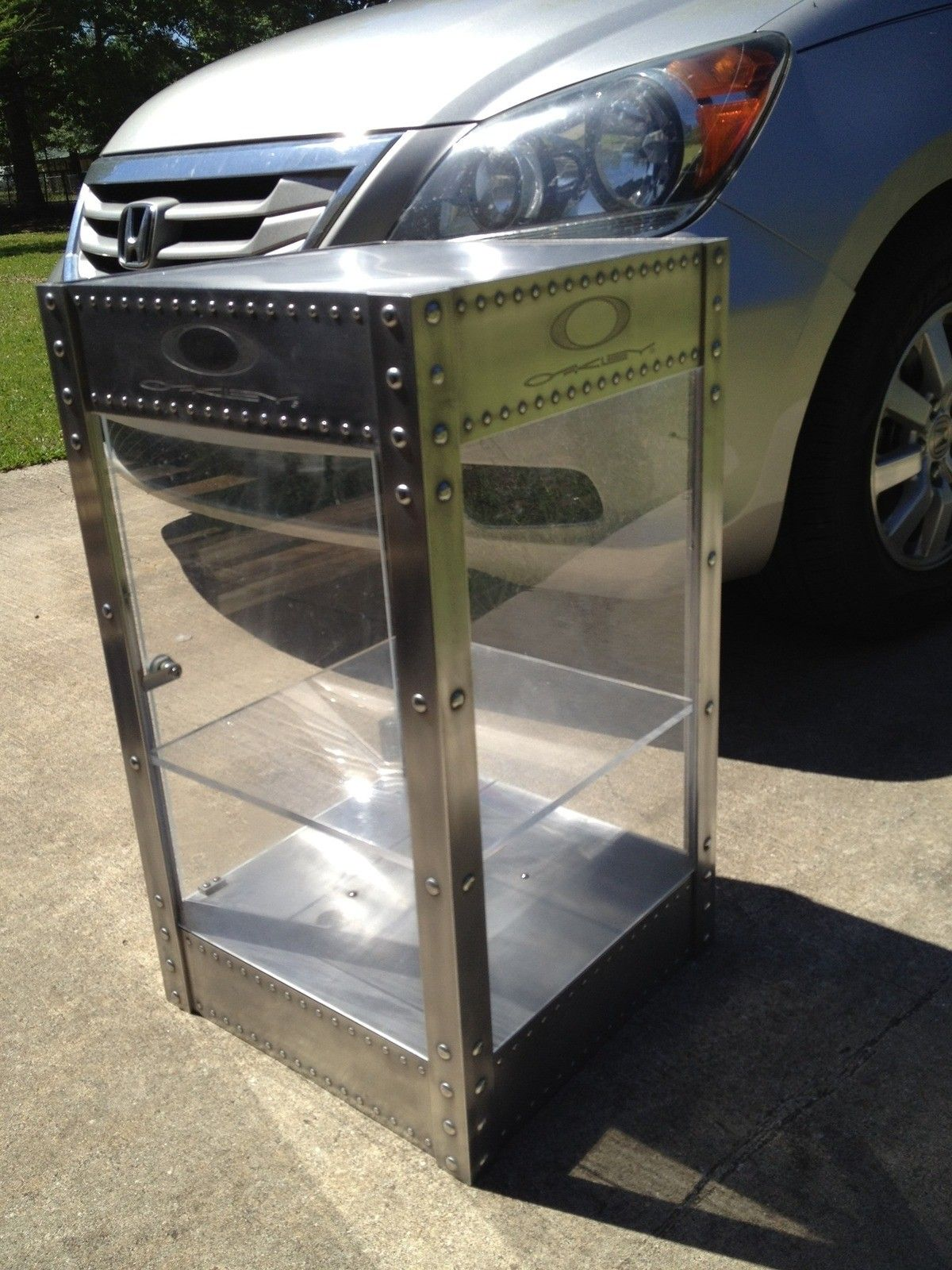 Looking To Sell 4 Oakley Display Cases - EZiB6Fzm_original.jpg