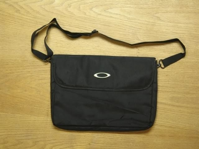 Another FAKE Oakley Bag..... - F97DF6A31FE244199F0C3A6A9B8755B1.jpg