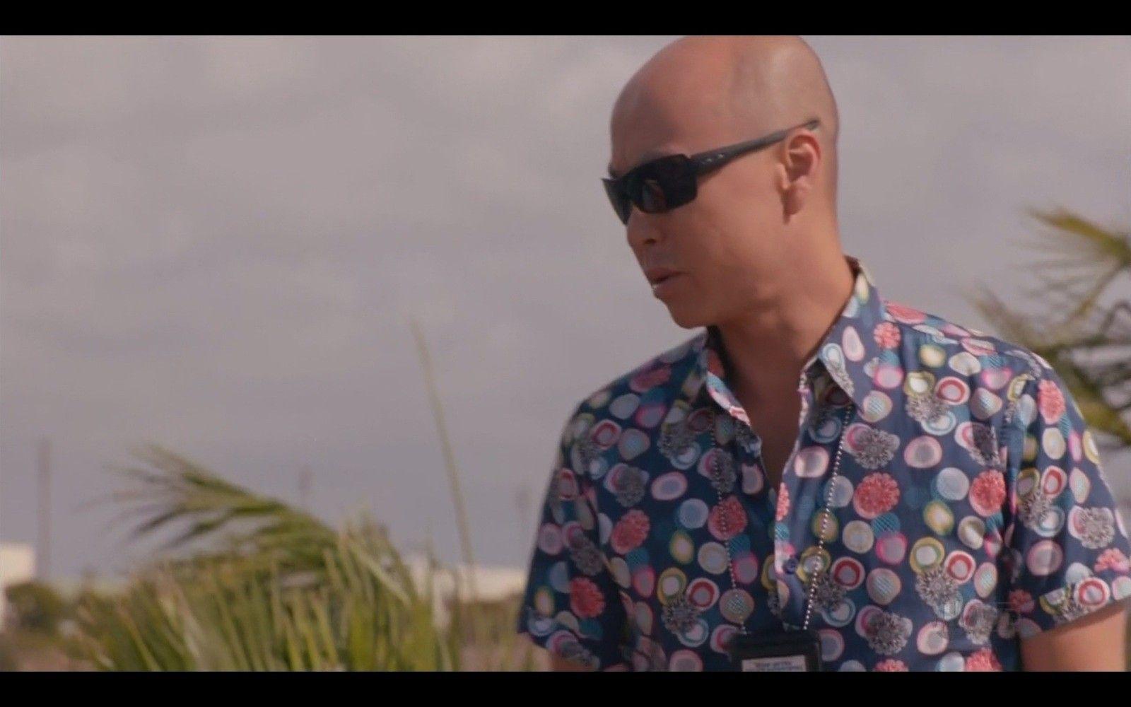 Sunglases Vince Wears In Dexter? - fNb7Q.jpg