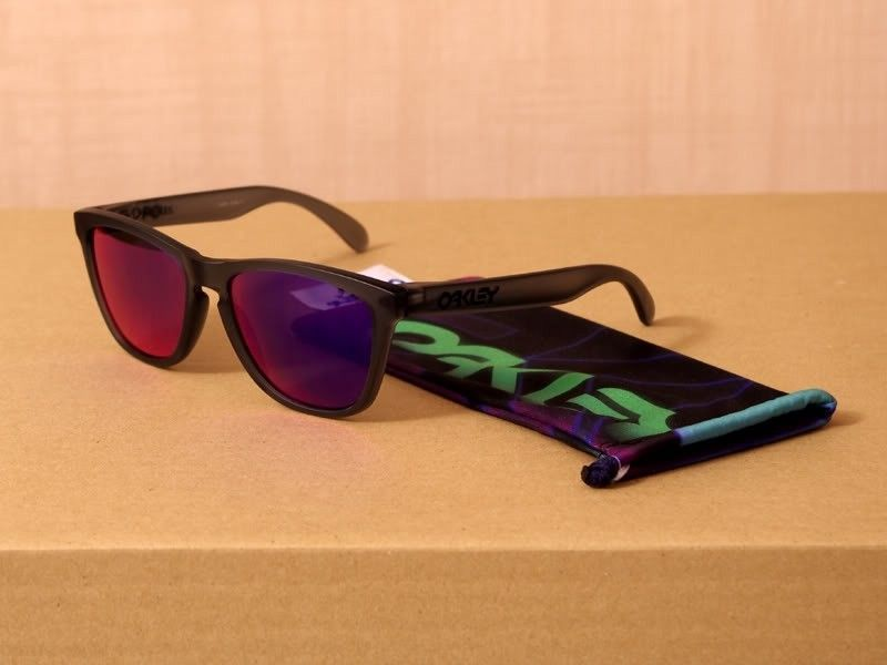 Blacklight Black Frogskins - Frogskins_BlackLight_Black_800x600.jpg
