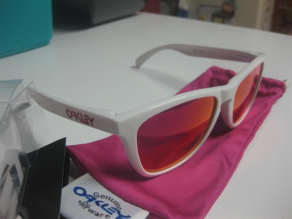 BNIB Oakley Frogskins Polished White W/ Ruby Iridium, Limited Edition, 03-252 - FS-3.JPG