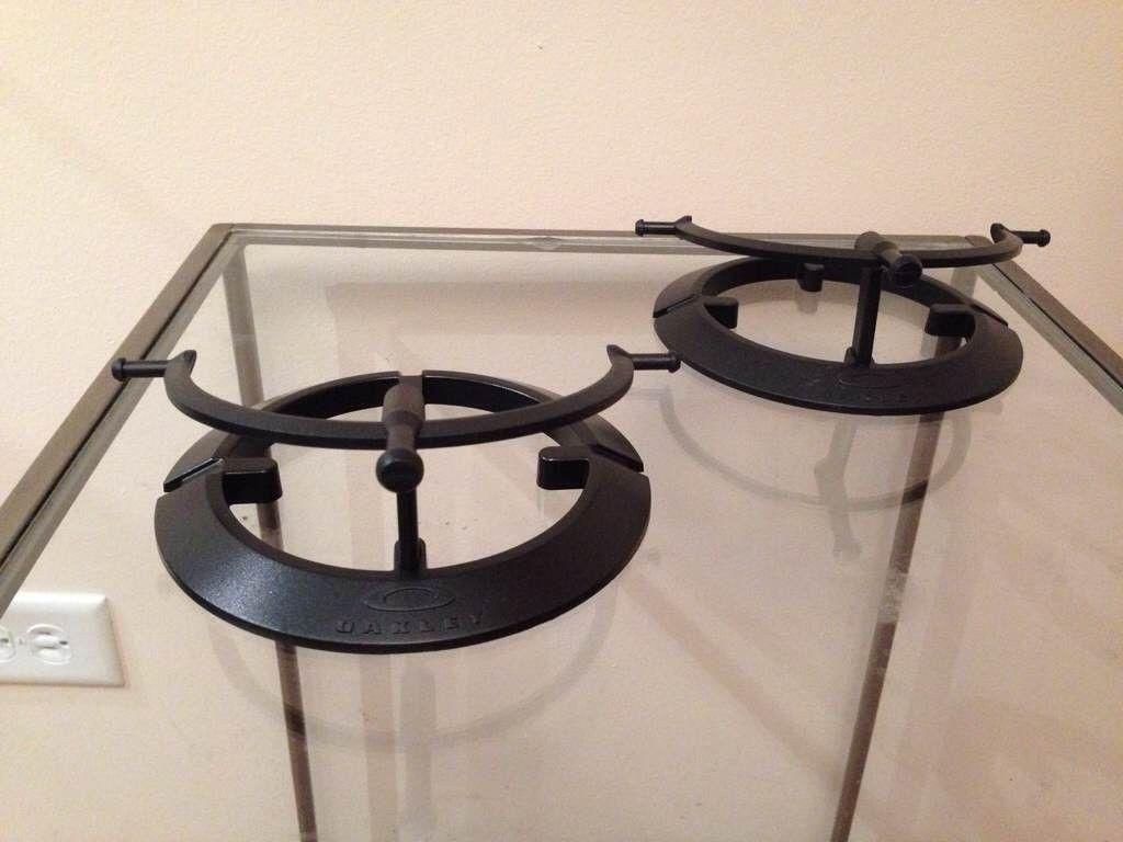 2 Black Single Stands......$32 - gajurypy.jpg