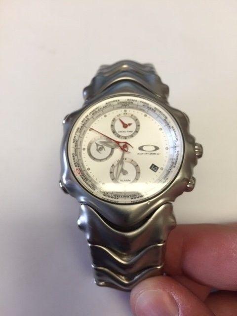My Oakley Watch Collection - GMT white.JPG