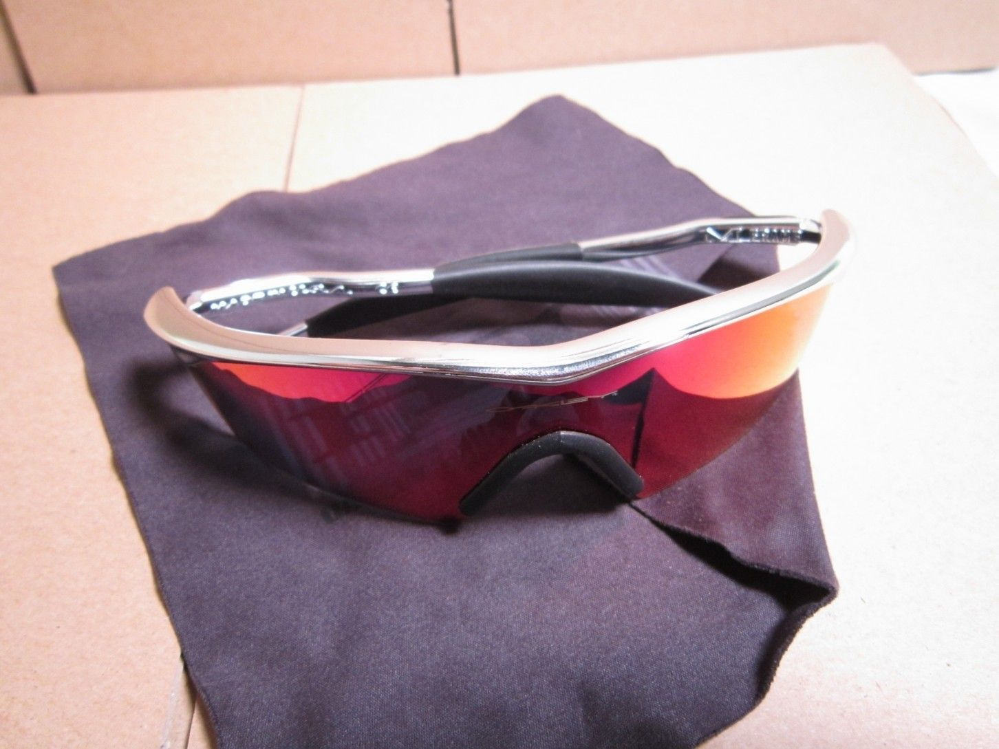 Polished Juliet, Polished M Frame, CF M Frame, Jawbone Lenses - gzZi2Fu.jpg