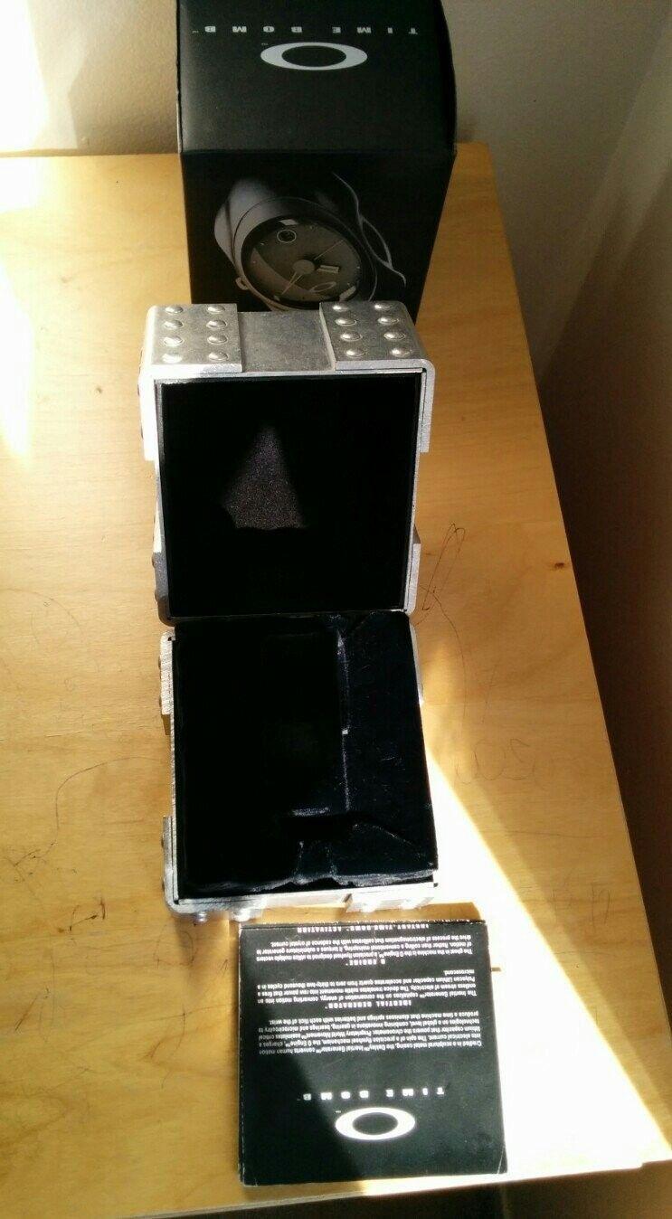 Oakley Watch Case - hege7ara.jpg