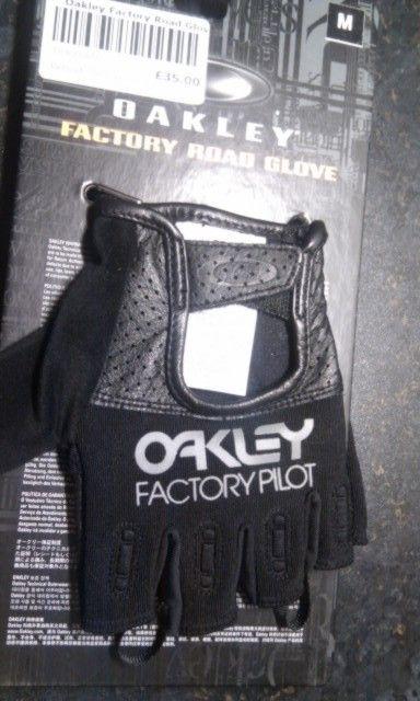 FS: Oakley Factory Road Gloves - Medium (Road Cycling Gloves) - NEW - imag1071x.jpg