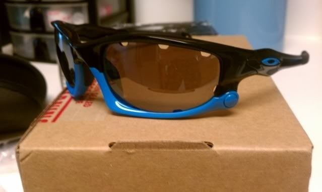 FS: Split Jacket Polished Black Sky Blue, OO Black Iridium Polarized $115 - IMAG1299.jpg