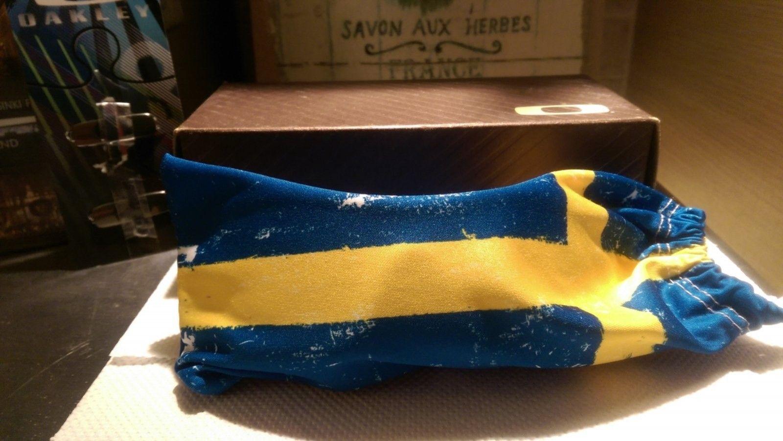 Oakley Batwolf Sweden Country Flag NEW - IMAG5963.jpg