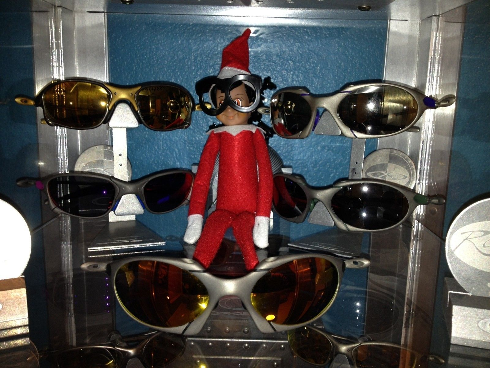 Anyone else have an elf problem? - image.jpeg