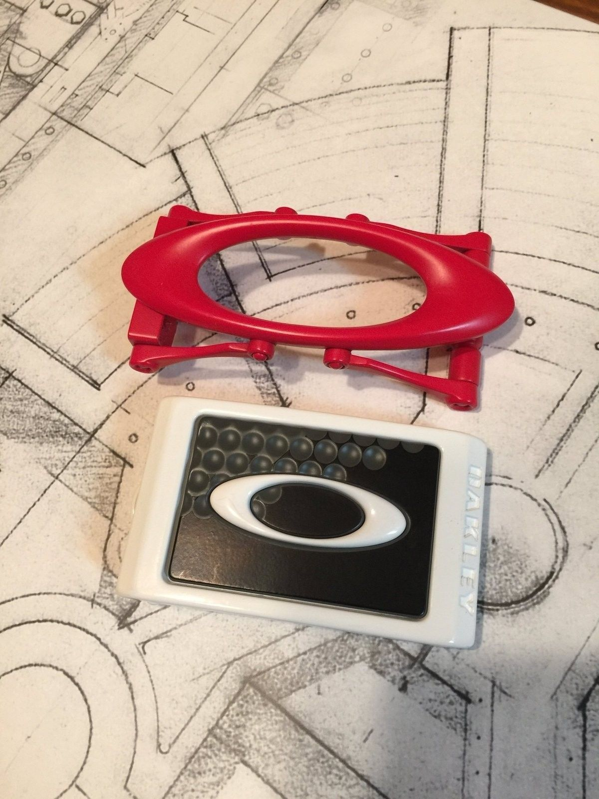 Oakley belt buckles - image.jpeg