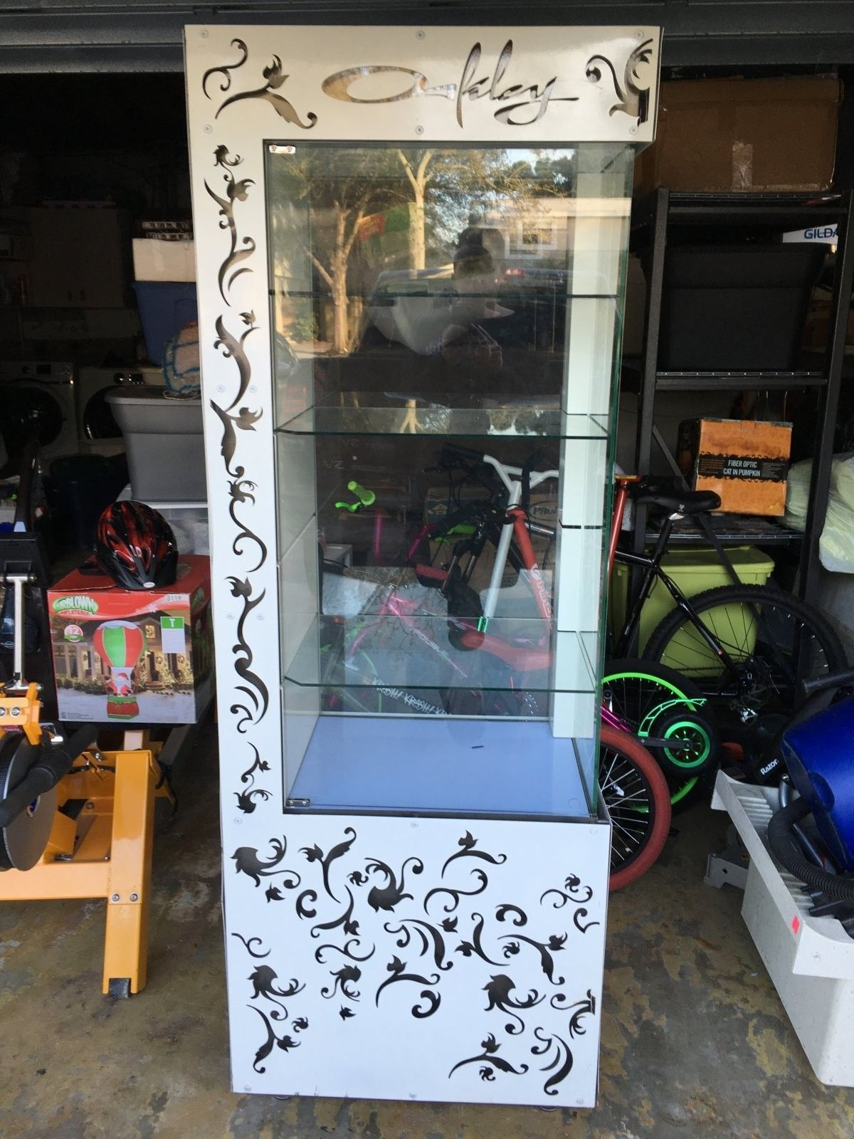 Selling a 6 foot display case. - image.jpeg