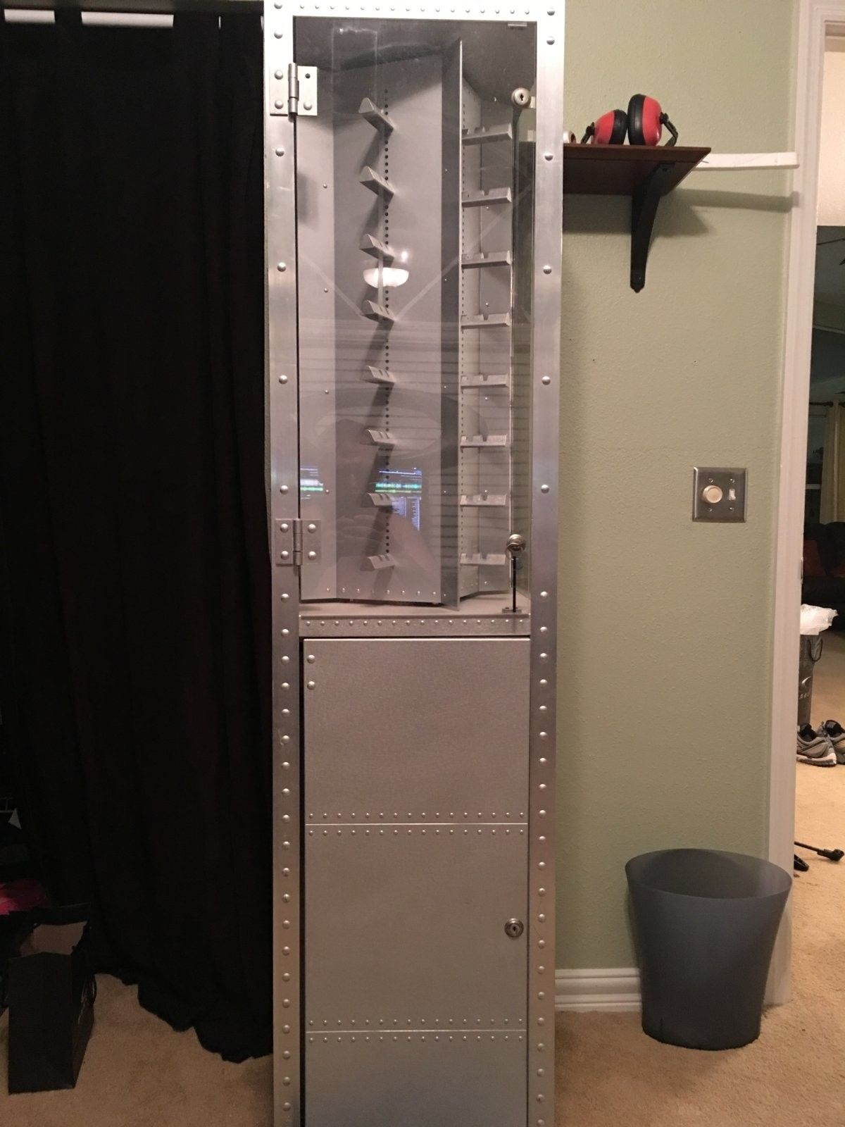 Selling a 6 ft X Metal case. - image.jpeg