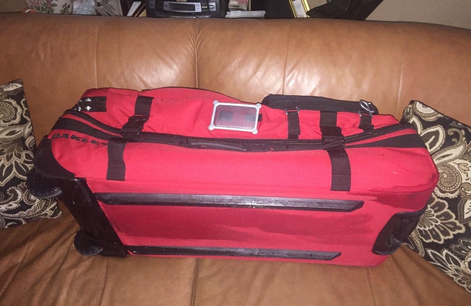 Oakley  large red tactical roller Rare - image.jpeg