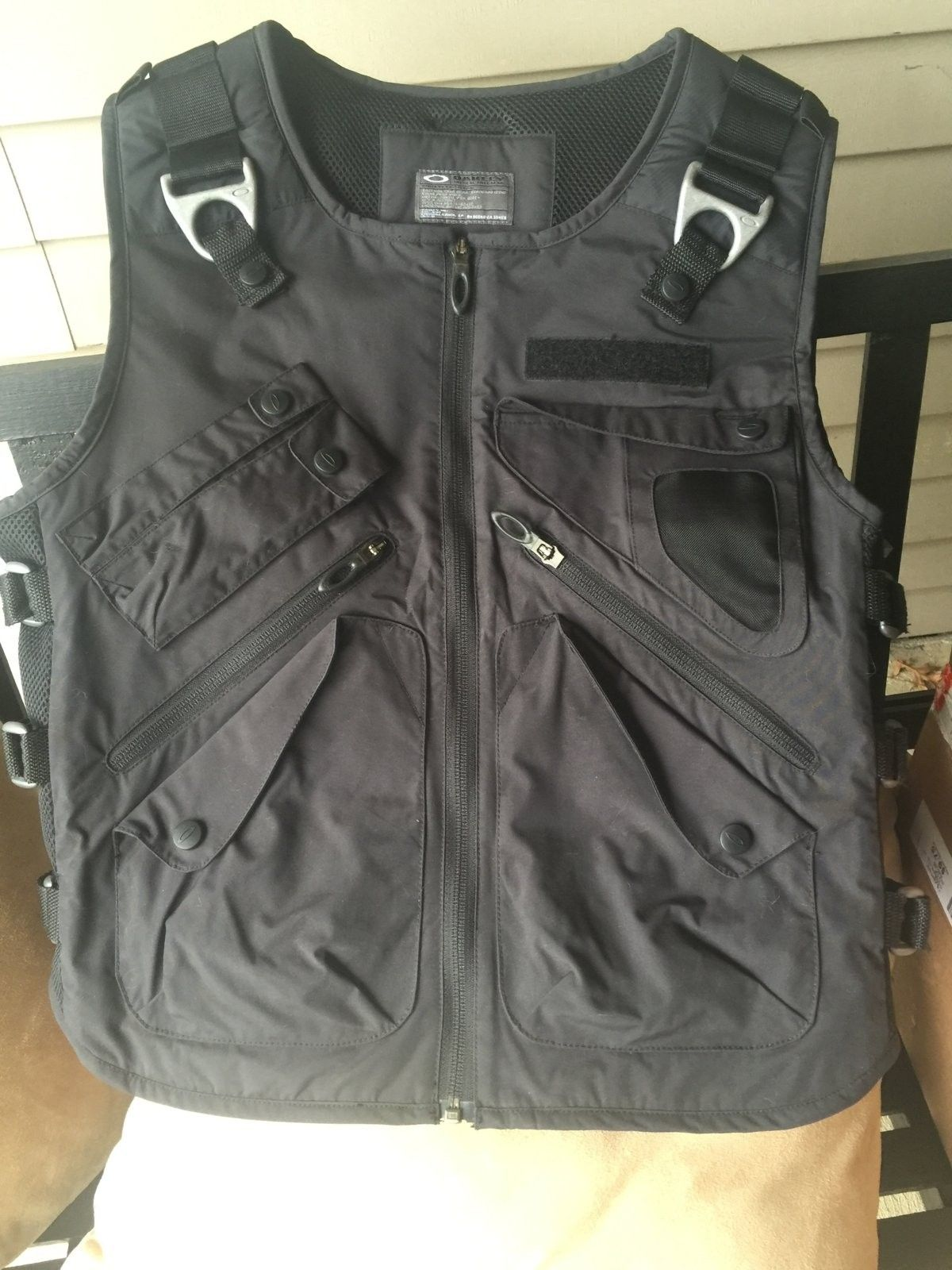 Oakley adaptable payload vest size Lg nwt - image.jpeg