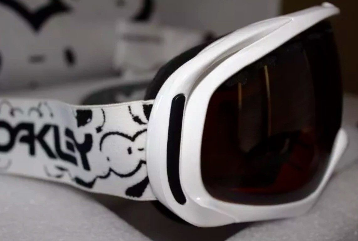 NEW OAKLEY LONDON POLICE PACK 383 ARTIST SERIES INCOMPLETE - image.jpeg