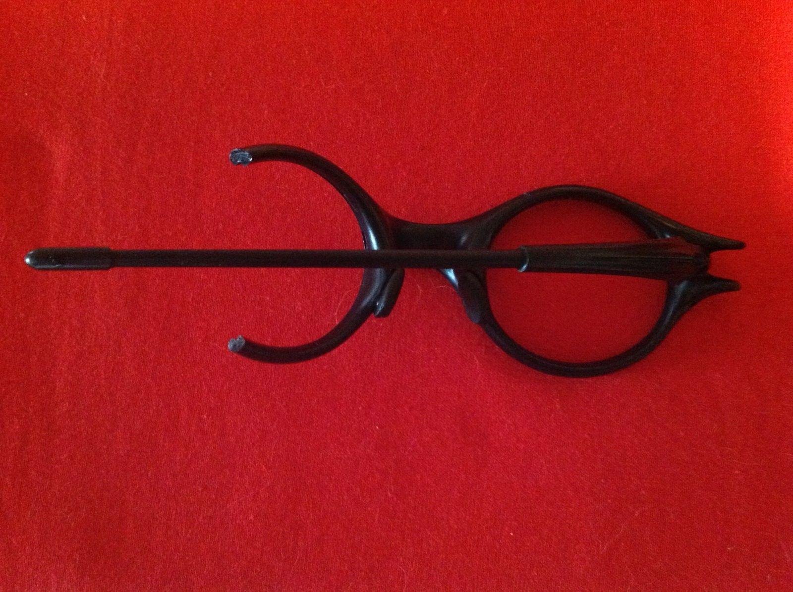 Oakley Moon Black Ear Stem - image.jpeg