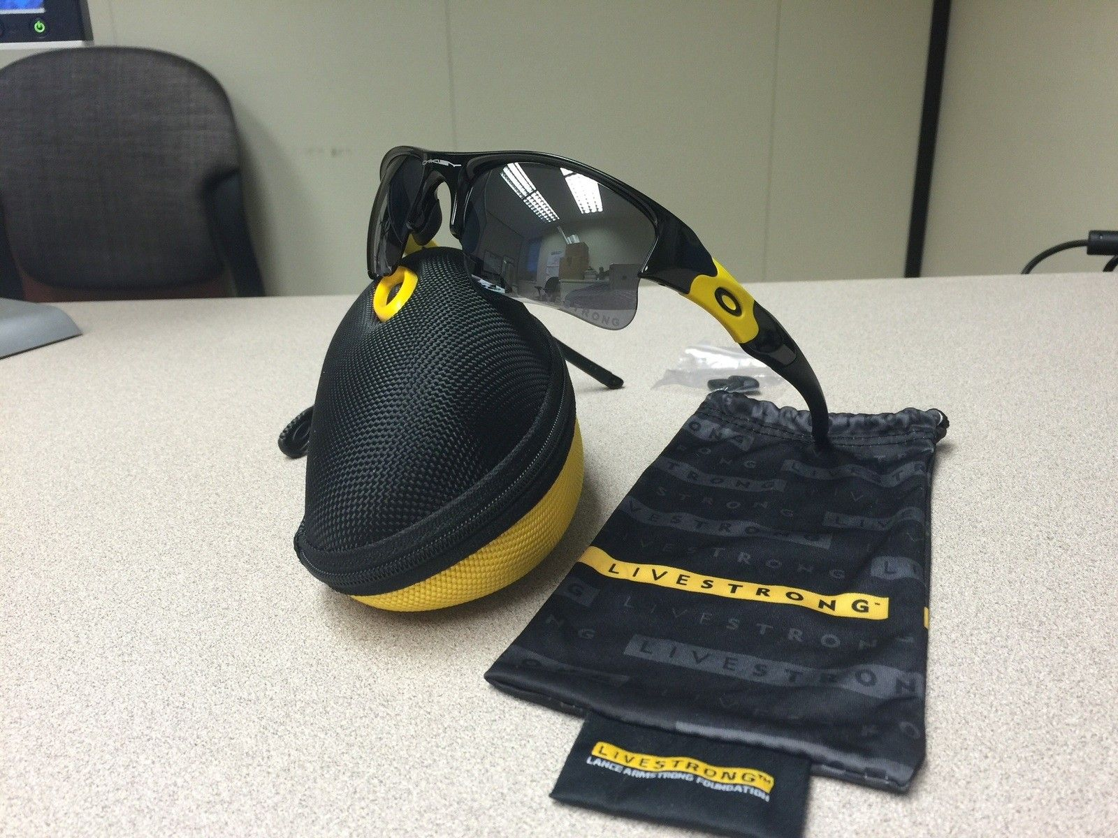 Or Trade - Livestrong Flak Jacket (complete) and SI Flak Jacket (frame only) - image.jpg