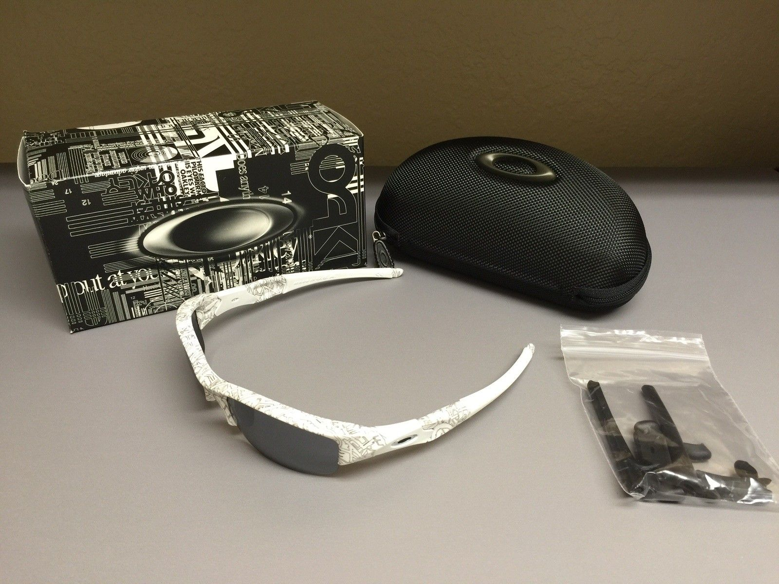 Oakley Flak Jacket Polished White With Black History Text - image.jpg