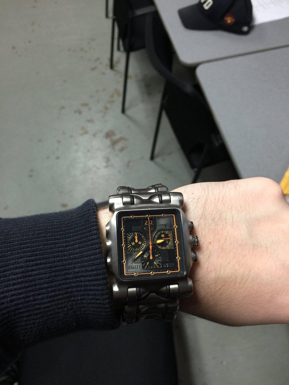 Thanks to Oakleykid69 I got my first Oakley watch (Minute Machine) - image.jpg